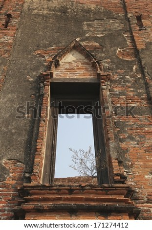 Ruin opening windows wall at Wat Maheyong, Ancient temple and monument in Ayutthaya province, Thailand