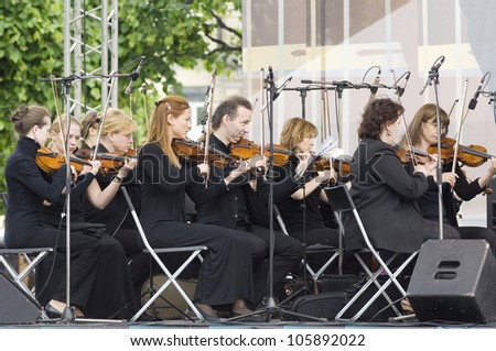 S. PETERSBURG - JUNE 11: Variety and symphonic orchestra of a name of V. Solovyev-Sedoy on memoriam concert of M. Magomaev on June 11, 2012 in S. Petersburg, Russia - stock photo