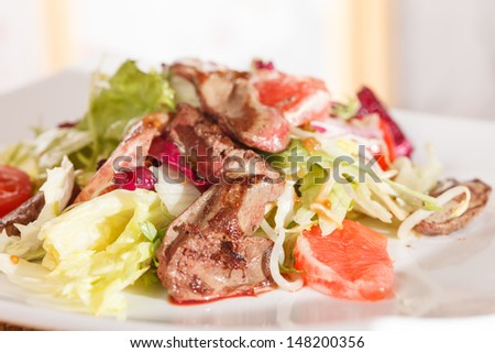 salad with beef and grapefruit
