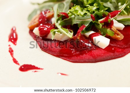 salad with beet and arugula