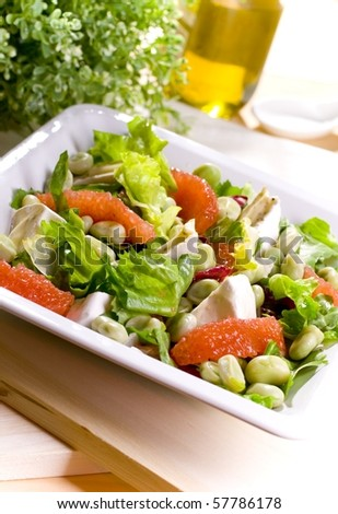 Salad with grapefruit and bean