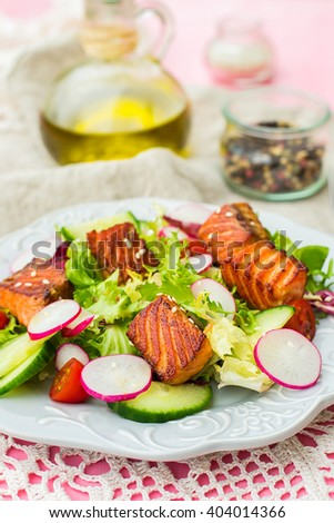 Salad with grilled salmon, lettuce, radish and cucumber