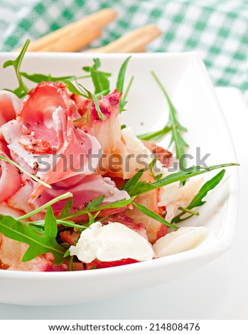 Salad with peach, mozzarella cheese and ham