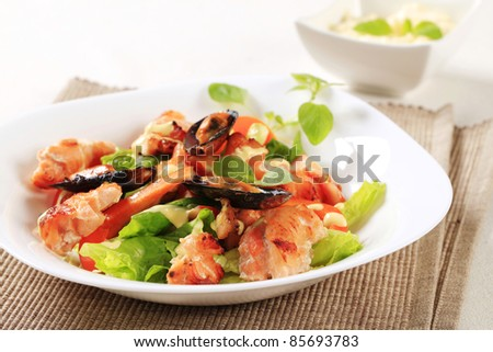 Salmon and mussel salad drizzled with Hollandaise sauce