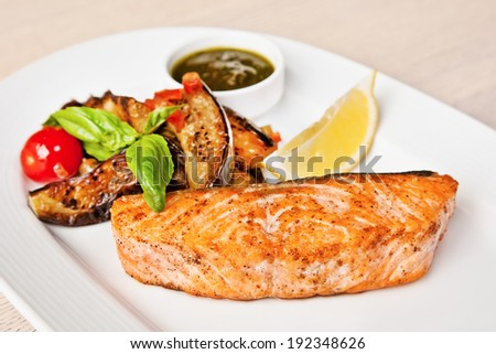 Salmon fillet with eggplants, basil, cherry tomatoes and lemon