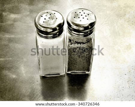 stock-photo-salt-and-pepper-shakers-3407