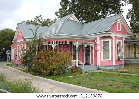 SAN ANTONIO, TEXAS, USA - SEPTEMBER 18, 2006: Villa in a residential district of the city