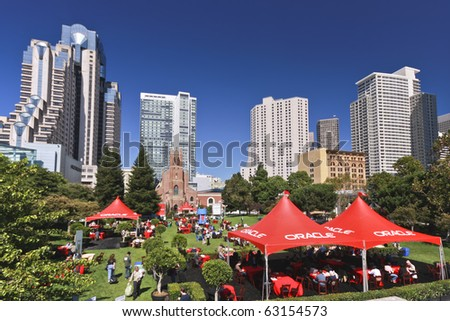 SAN FRANCISCO, CA - SEP 22:  Lunch for Oracle OpenWorld 2010 attendees at Yerba Buena Gardens Meadow San Francisco on Sep 22, 2010