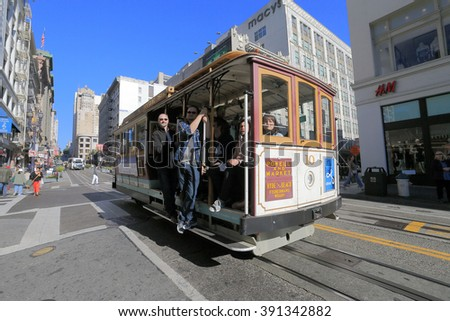 SAN FRANCISCO, CA, USA-JAN 18: Cable Car at Powell Street, San Fransisco, January 18, 2014