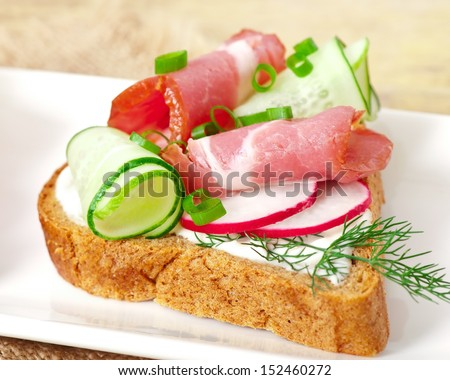 sandwich with ham, cucumber and radish