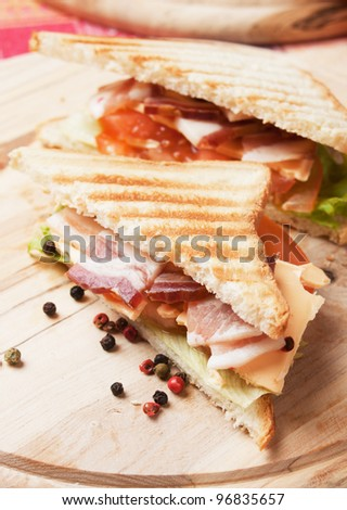 Sandwich with smoked bacon, lettuce and tomato