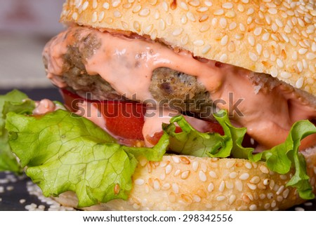 Sandwiches with sesame buns, tomato, lettuce and beef cutlet