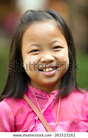 SANGKHLABURI, THAILAND, JANUARY 24, 2016 : Portrait of a Thai little girl selling souvenir stuffs near a temple in Sanghlaburi, Thailand
