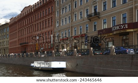 SANKT PETERSBURG, RUSSIA - JUNE 30, 2008: Russian architecture. The facade of old building in the city. June 30, 2008. Sankt Petersburg, Russia.
