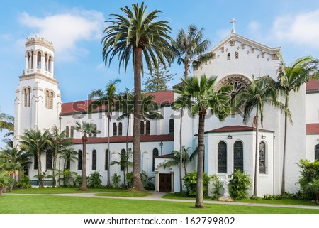 Santa Barbara courtouse located downtown. Early morning spring time.