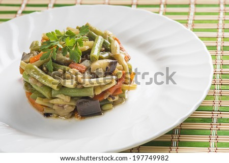 Saute vegetables at the table for a healthy diet