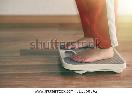 scales to measure the weight of the empty wooden floor