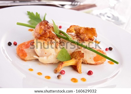 scallop with mushroom and sauce