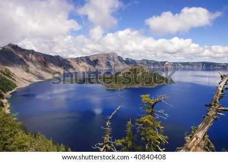 Scenic view of Crater lake and Wizard Island in Oregon, an extinct volcanic caldera