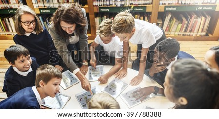 school teacher teaching students learning concept 写真素材 397788388