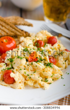 Scrambled eggs with baked tomatoes and chives, panini toast