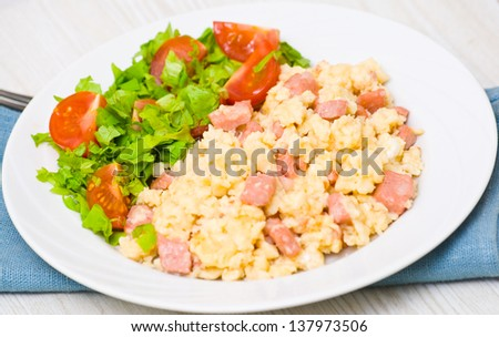 scrambled eggs with ham and scrambled eggs and bacon scrambled