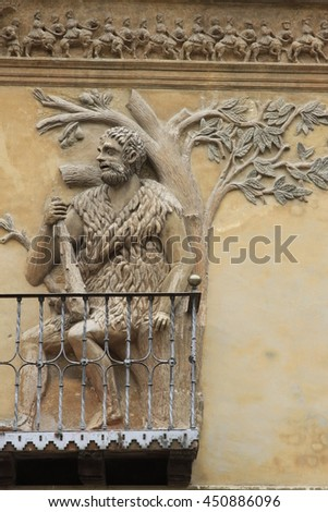 sculpture on the front facade of the Tarazona town hall