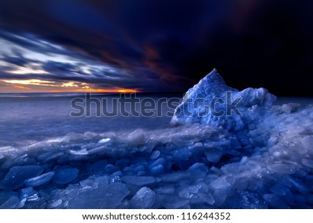 sea ??in winter - stock photo