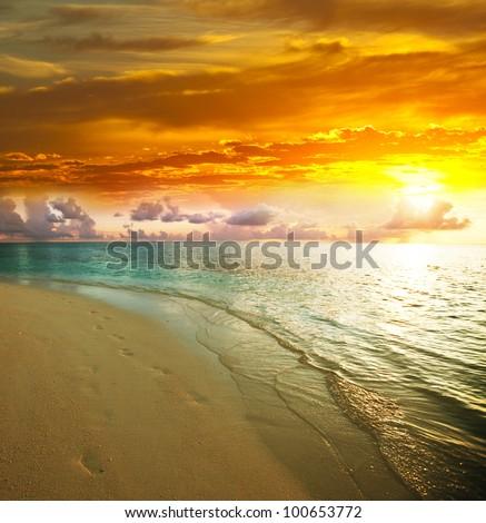 stock photo sea sunset 100653772 - Каталог — Фотообои «Закаты, рассветы»