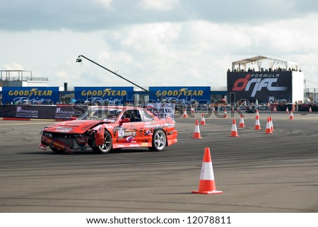 Sean Khoo suffering damage during qualification at the inaugural Formula Drift Singapore, an event held on 27 Apr 2008.