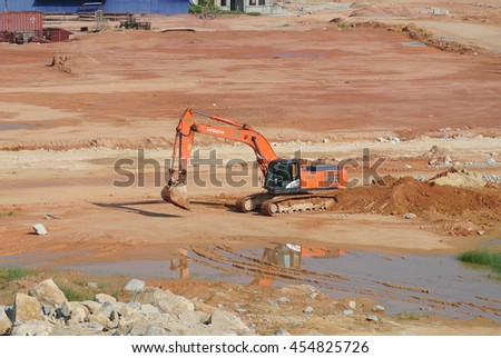SELANGOR, MALAYSIA -APRIL 25, 2016: Excavators machine is heavy construction machine used excavate soil at the construction. Powered by long hydraulic arm with bucket.