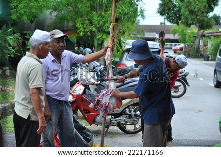SELANGOR, MALAYSIA-Oct 5: An unidentified Muslim prepares meat to distribute to the poor during Eid Al-Adha Al Mubarak, the Feast of Sacrifice on October 5, 2014 in SELANGOR , Malaysia - stock photo