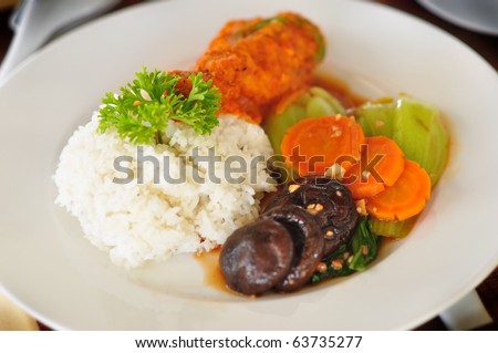 selected fried chicken with teasty souce and served with vetgetable and rice.
