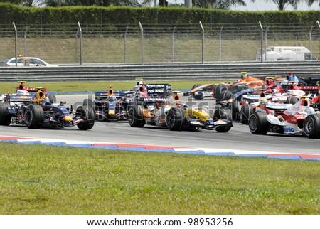 SEPANG, MALAYSIA-APR 8:Formula one (F1) drivers negotiate a corner at Turn 2 during Petronas Malaysian Grand Prix in Sepang, Malaysia on April 8, 2007. Fernando Alonso of McLaren Mercedes won the race - stock photo