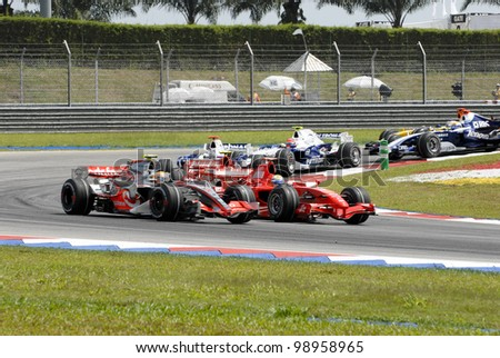 SEPANG, MALAYSIA-APR 8:Formula one (F1) drivers negotiate a corner at Turn 2 during Petronas Malaysian Grand Prix in Sepang, Malaysia on April 8, 2007. Fernando Alonso of McLaren Mercedes won the race