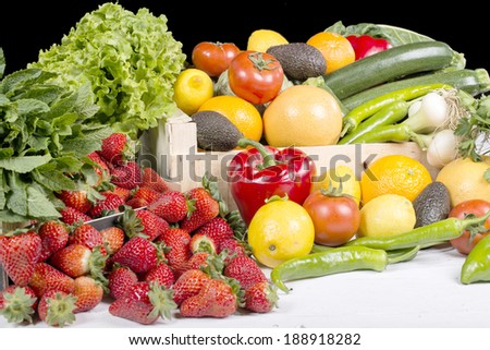 set of vegetables consisting of tomatoes, peppers, artichoke, pepper and Cucumber