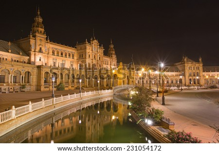 Seville - Plaza de Espana square designed by Ani�­bal Gonzalez (1920s) in Art Deco and Neo-Mudejar style at night.