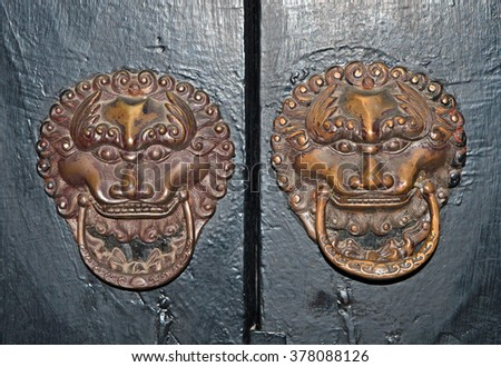 Shanghai, antique door handle at Wuzhen historic scenic town. Handle, door handle, doorknob, art, artistic, brass, classic, classical, craftsmanship,  - stock photo