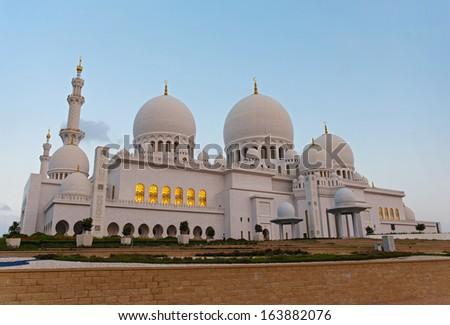 Sheikh Zayed Mosque, Abu Dhabi, UAE, evening view - stock photo