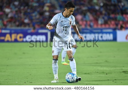 Shinji Kagawa no.19 (white) of japan in action during the 2018 World Cup Qualifiers match between Thailand and Japan at Rajamangala Stadium on September 6, 2016 in Bangkok, Thailand
