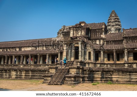 Siem Raep, Camboja - April 14th 2016 - Tourists and locals enjoying a hot sunny day in Angkor Wat temples in Siem Raep, Camboja.