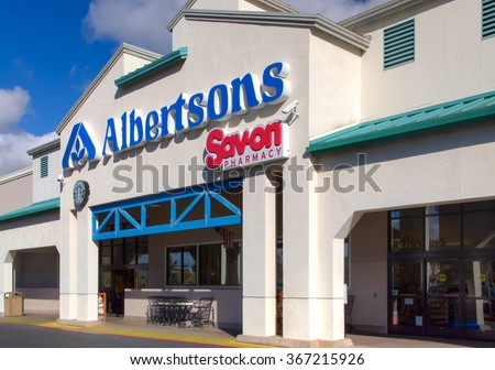 SIMI VALLEY, CA/USA - JANUARY 23, 2016: Albertsons grocery store exterior and logo. Albertsons Companies Inc is an American grocery company.