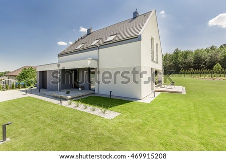 simple modern house exterior with nice green lawn