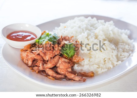 Simple Thai food made from rice and chicken fried