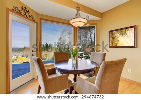 Simplistic dinning area with great view, along with light toned hardwood floor.