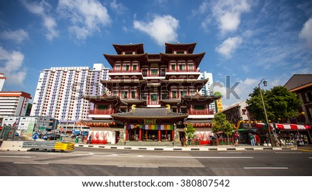 SINGAPORE -FEBRUARY 13 : View of Buddha Tooth Relic Temple at Chinatown on Feb 13, 2016 in Singapore. Take 5 minutes work from Chinatown MRT station.