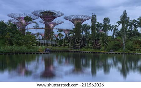 singapore july 13 wonderful twilight peroid and reflection of gardens by the bay