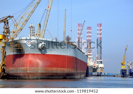 SINGAPORE-NOV 18: Dayview of Sembawang Shipyard. It is located in Sembawang & close to Sembawang MRT (NS11) on Nov 18, 2012 in northen Singapore. It is a wholly owned shipyard of Sembcorp Marine Ltd.