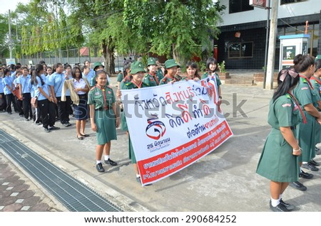 SINGBURI - JUNE 26 : Volunteers walking to campaign The International Day against Drug in order to promote aware of the dangers of drugs, June 26, 2015, Singburi, Thailand.