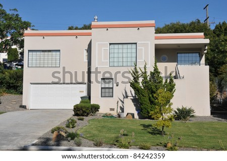 Single family house with one story and a short driveway